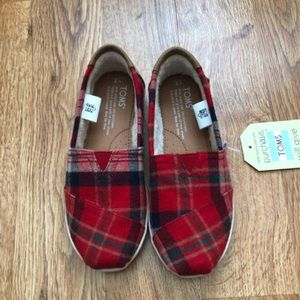 NWT Toms Red Holiday Plaid Shoes - Youth 2